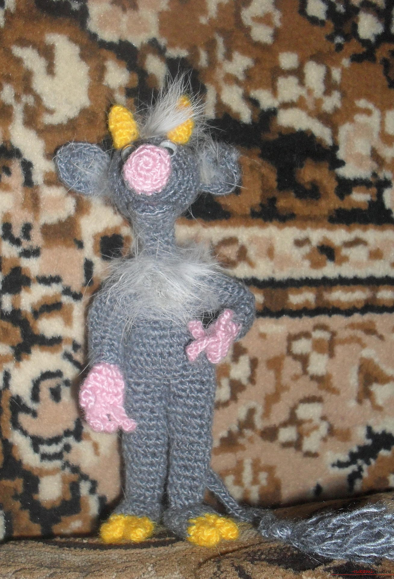 Fairy-tale heroes - the dream of any child, knitted toys in the form of a yaga woman, Banyun's cat will appeal to many children. Crocheted crochet toys are created quickly and in any color .. Picture №3