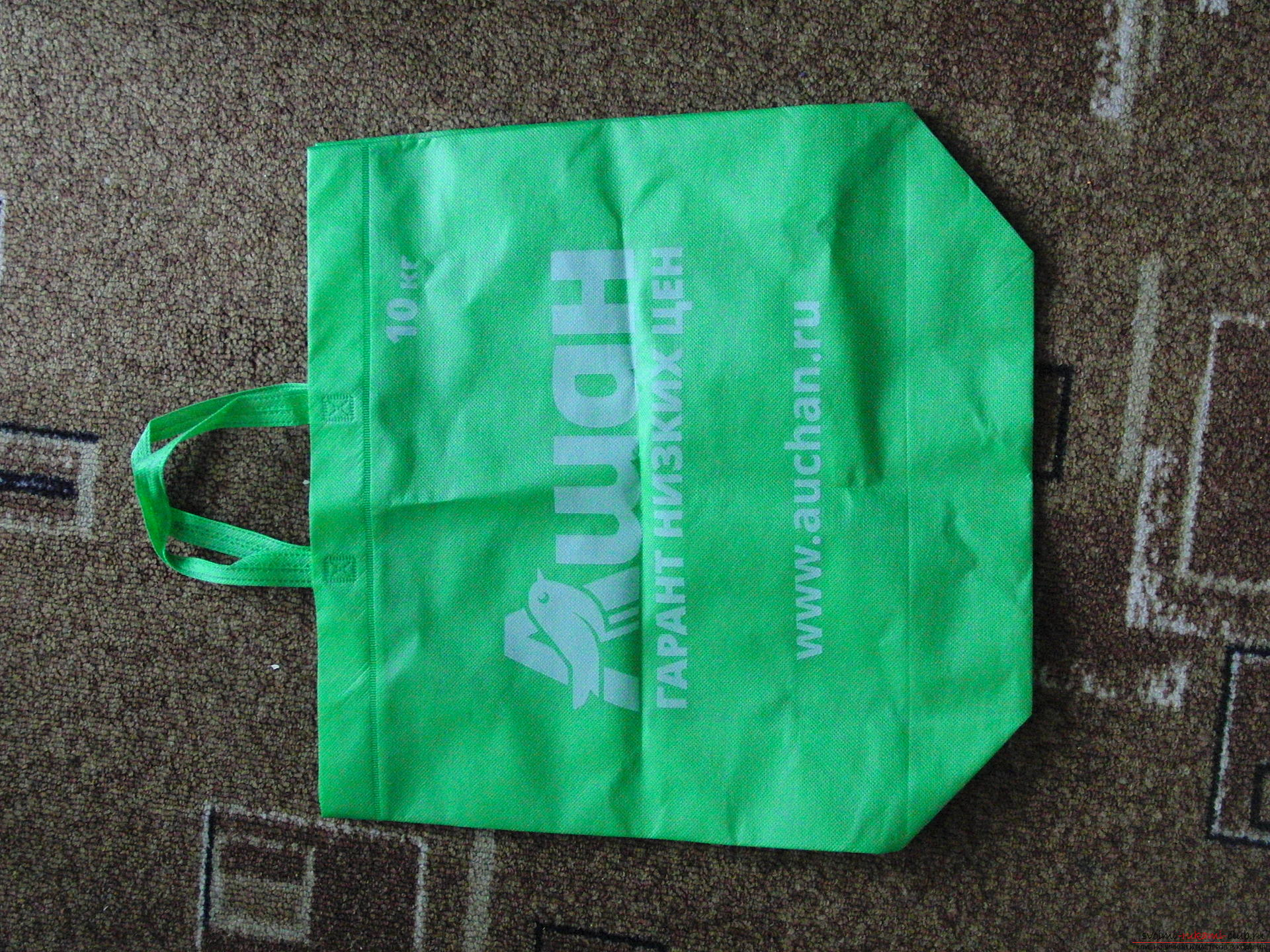Pad for picnic from shopping bag. Photo №1