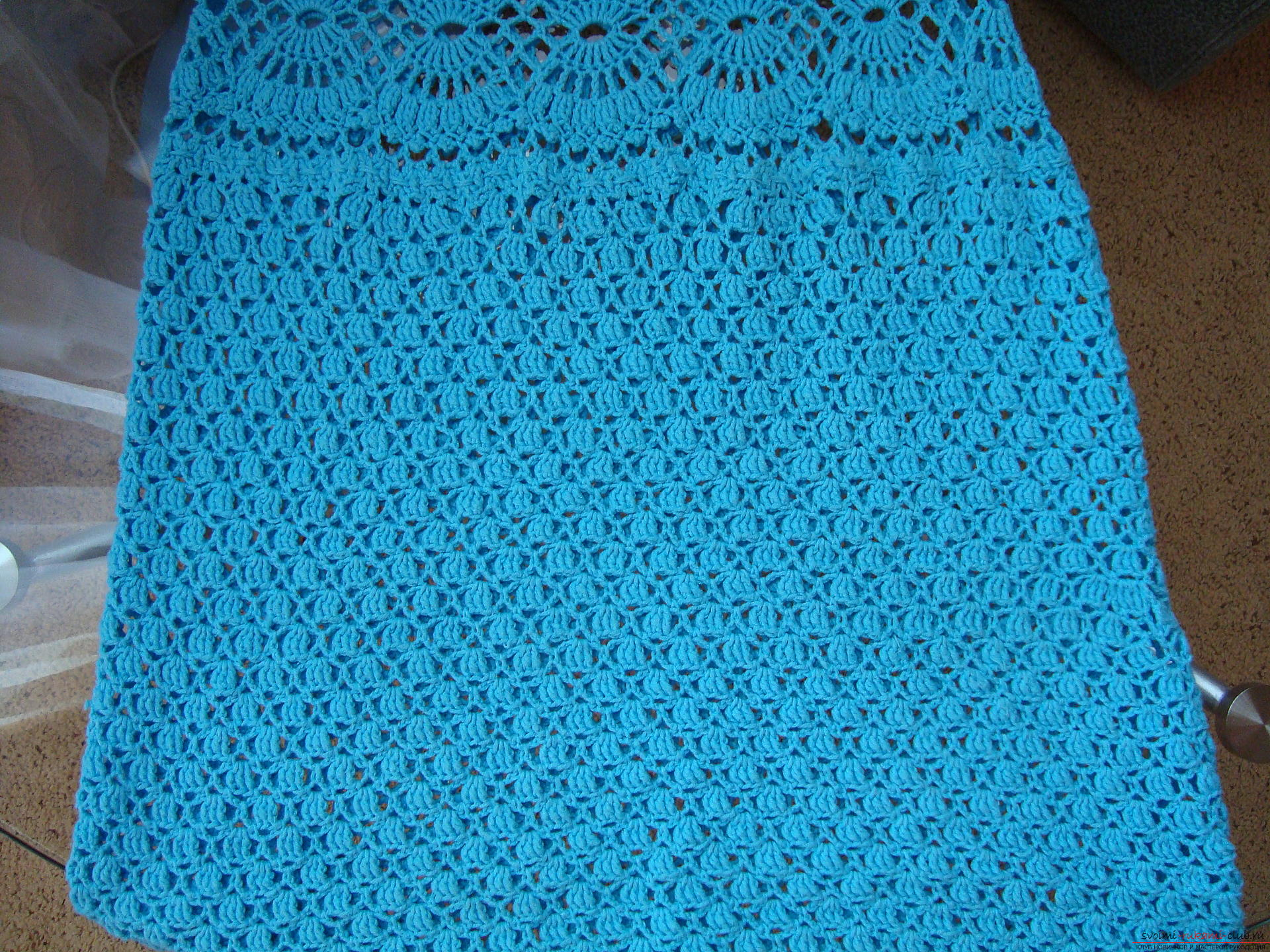 Step-by-step instruction on the binding of a turquoise dress with a crochet. Photo №8