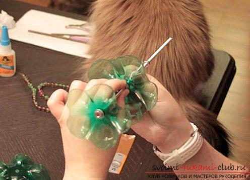 Beautiful crafts with your own hands, crafts made of plastic bottles, how to make a beautiful and useful hand-made article made of plastic bottles with your own hands .. Photo # 3