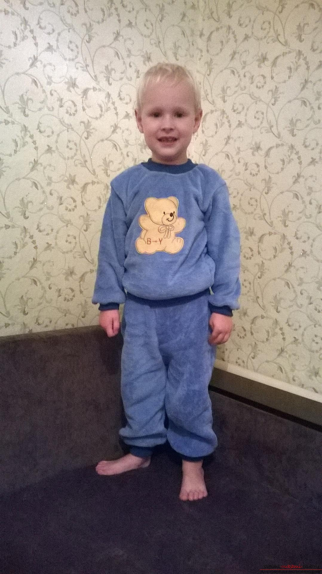 A detailed master class will teach how to sew a children's sweater for a boy with an applique. Photo №25