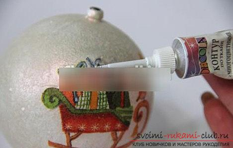 Decoration and decoupage of toys on the tree with their own hands - a master class of New Year's decoupage. Photo №4