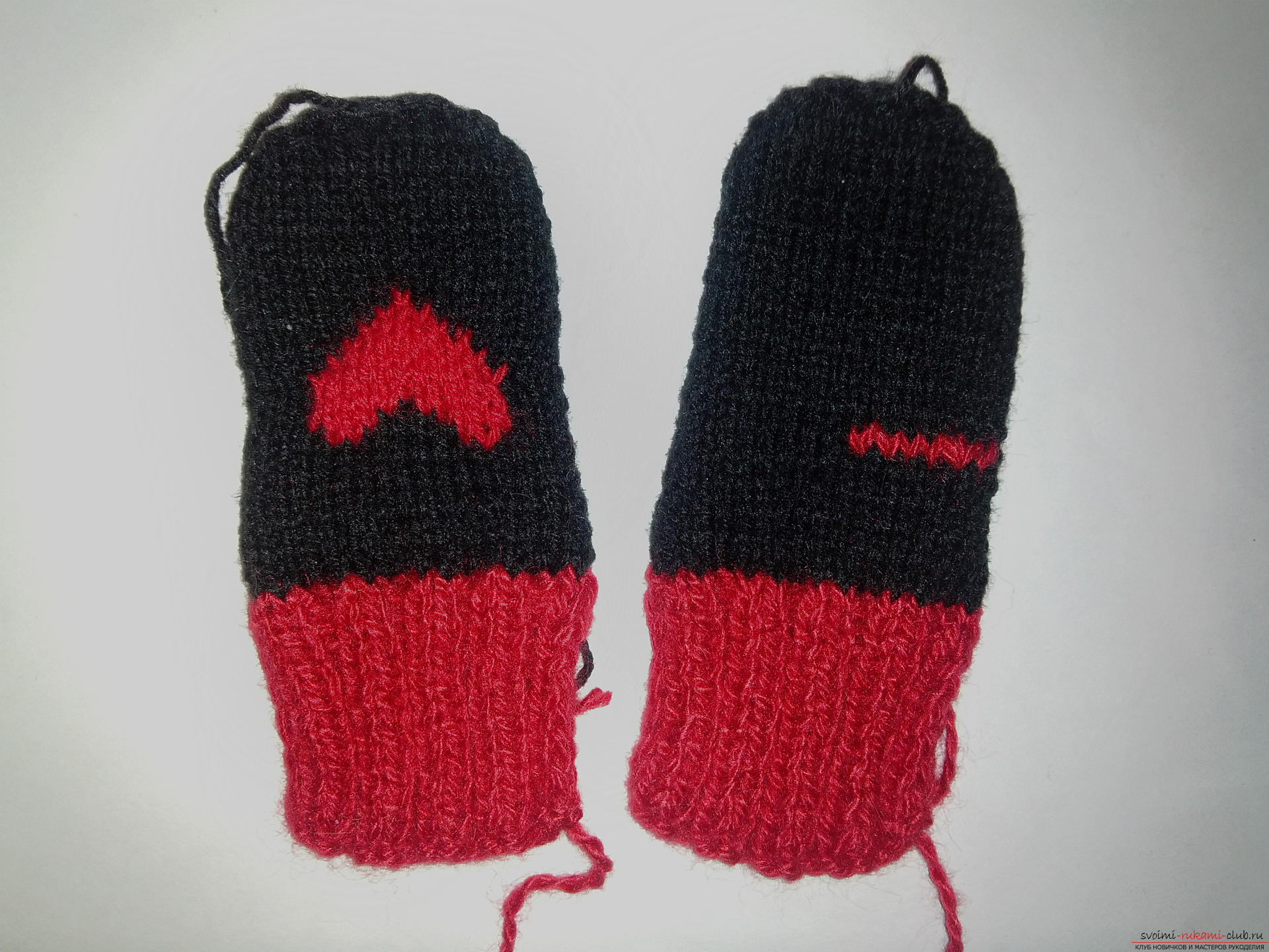 This master class with a description and scheme will teach how to bind the mittens with two spokes. Photo №13