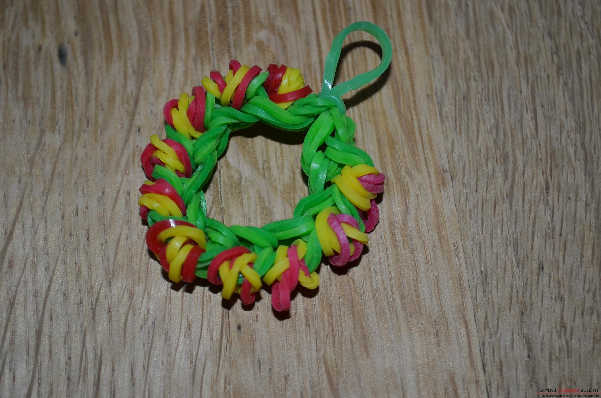 A photo for a lesson on the weaving of a Christmas wreath. Photo Number 21