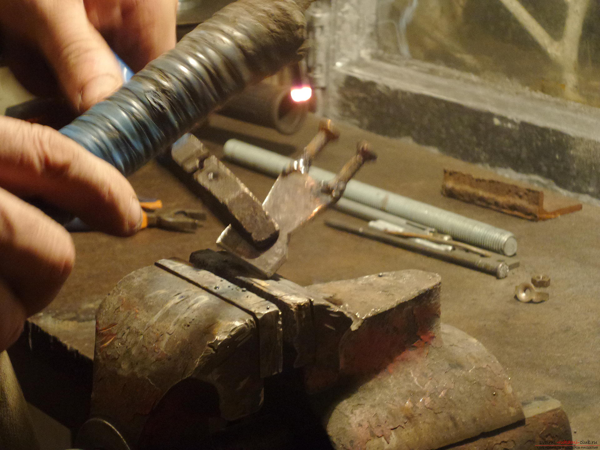 In this master class you will learn how to make by your own hands an original craft - a knight from iron .. Photo # 16