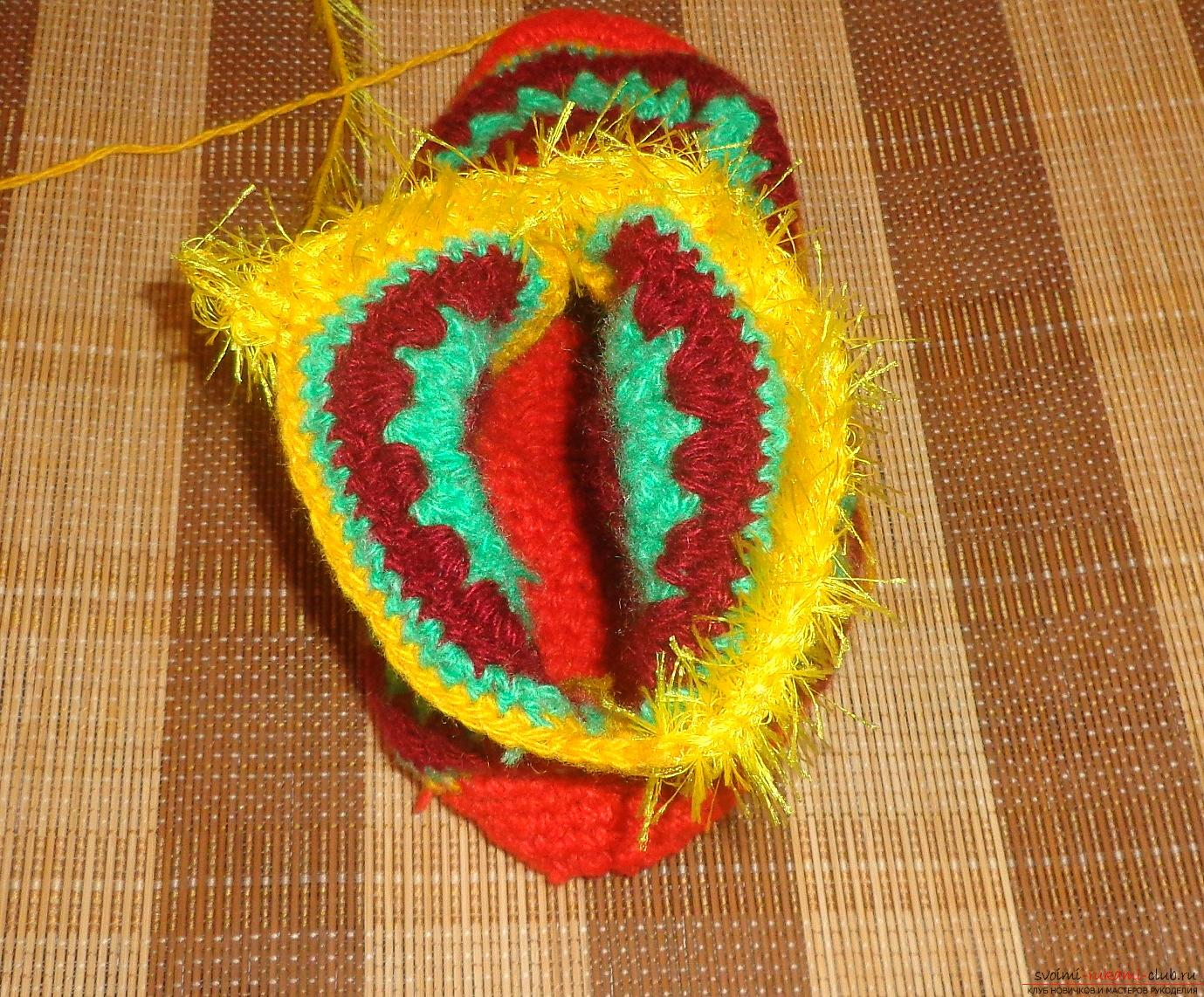 Photos of the process of crochet at home high slippers. Photo Number 11