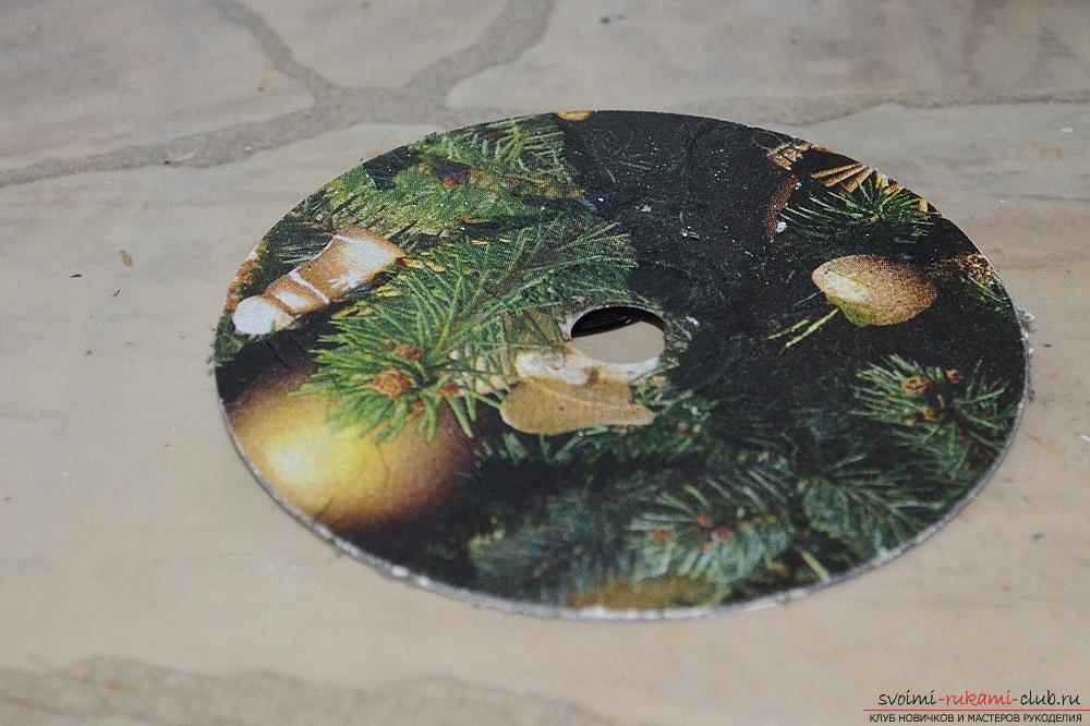 The master class will teach you how to make a Christmas decoration - a Christmas tree - in the technique of decoupage. Photo number 15