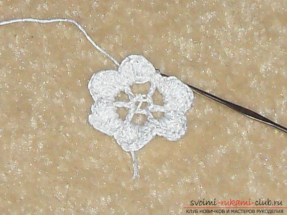 Crochet flower crochet will help create a beautiful hair band. A detailed master-class with step-by-step photos will help you learn to knit even beginners. Photos # 7