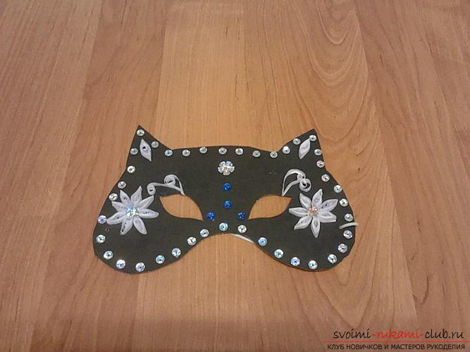 What is the cat's costume without a black charming mask? in this master class is told how to make a mask for a female cat .. Photo №1