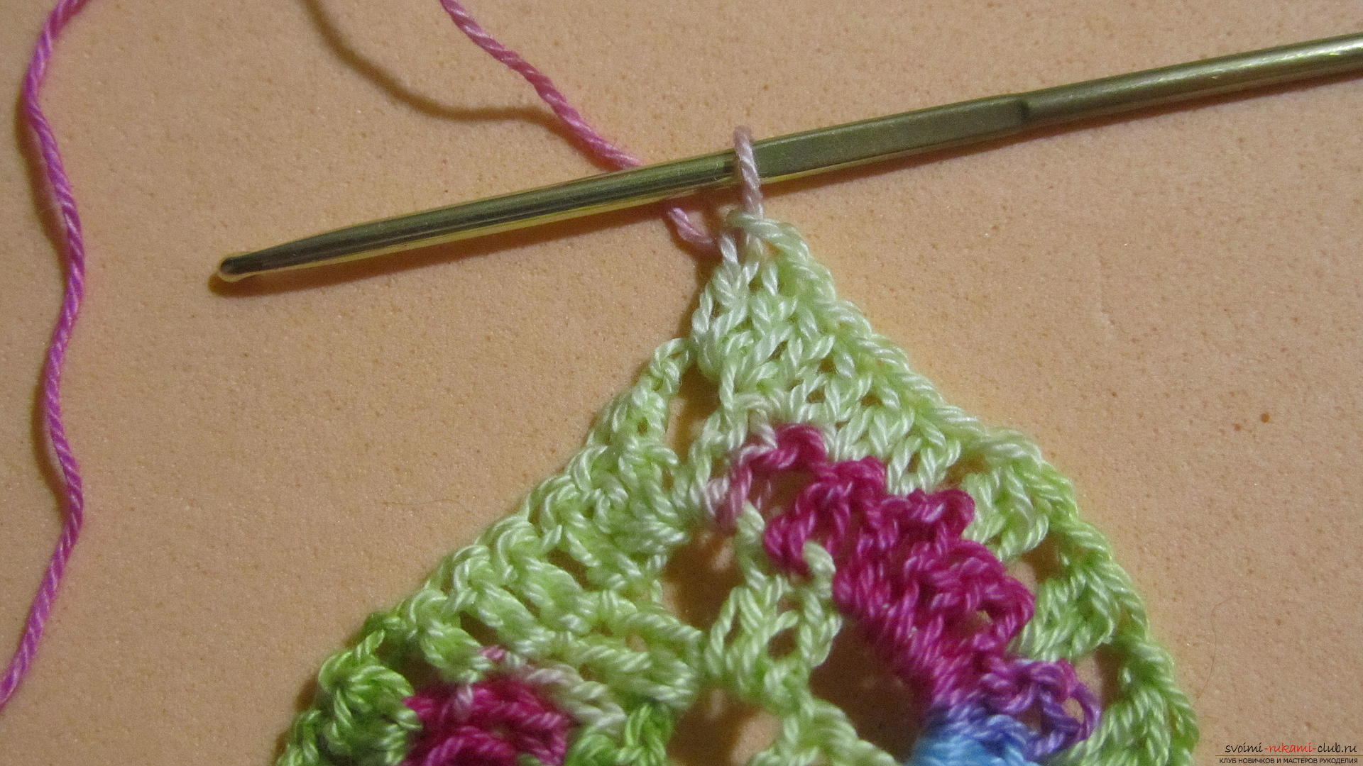 This master class with a pattern and description of crochet will teach you how to knit lace with hearts .. Photo # 21
