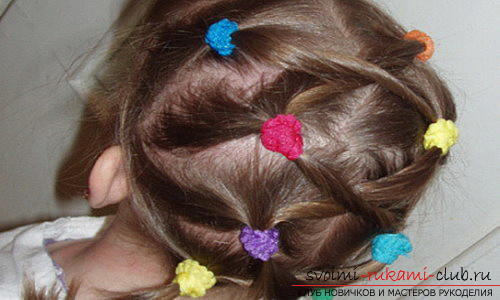 We learn to make beautiful hairstyles for medium hair for girls with our own hands. Photo №4