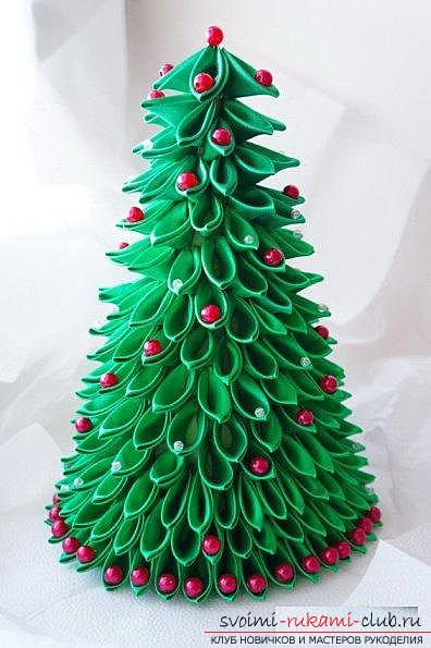 How to make a herringbone from ribbons in Kansas technique, master classes of creating Christmas trees from sharp and round petals, ways of creating ornaments for miniature Christmas trees. Photo №7