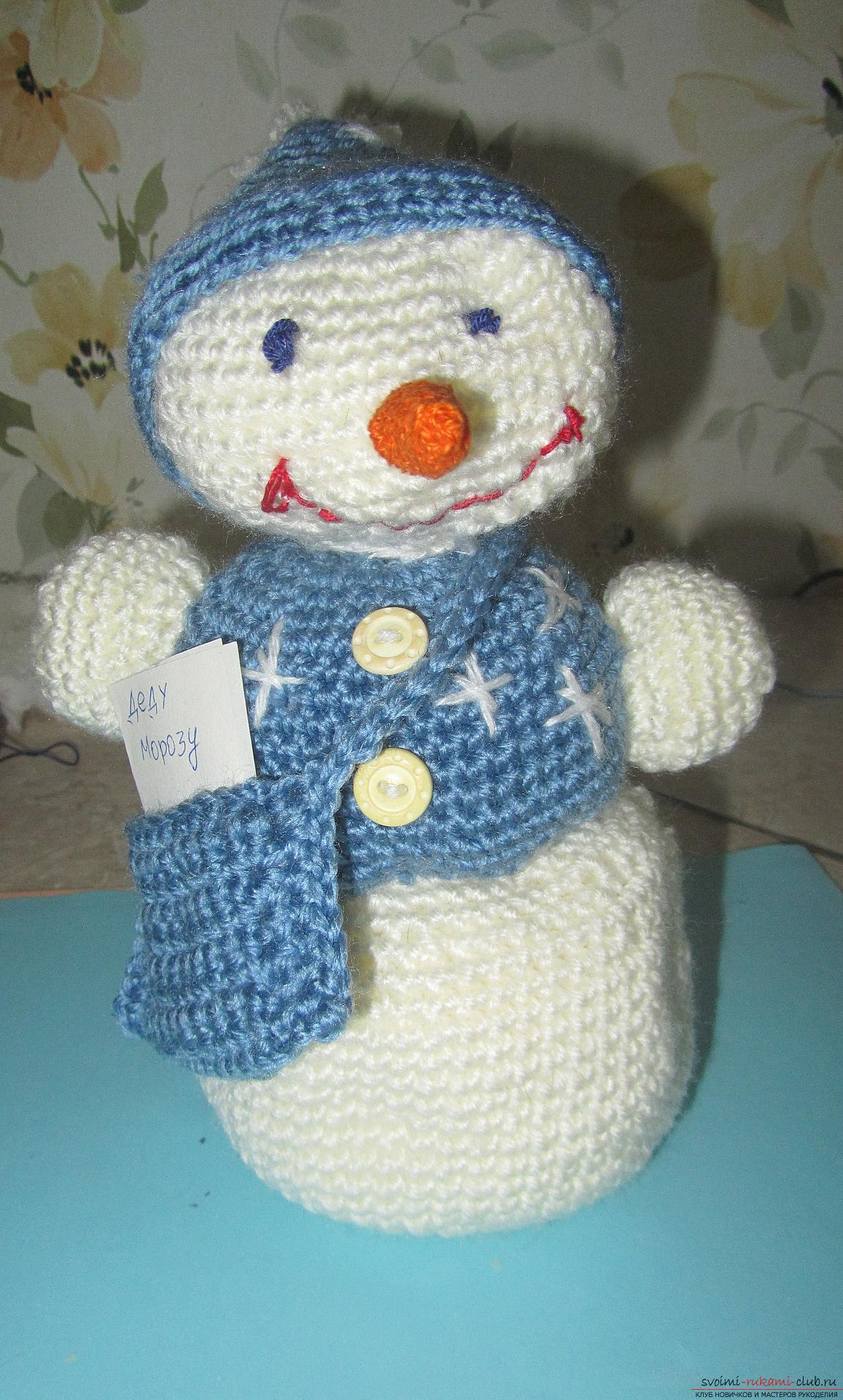 The master class will tell you how to create a New Year's craft - a crocheted snowman Stepu. Photo №62