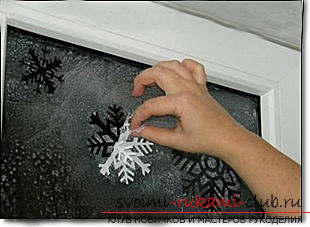 New-year stencils on the windows, how to decorate the window with paper elements, how to make and what are the ways to use New Year stencils on the windows .. Photo # 2