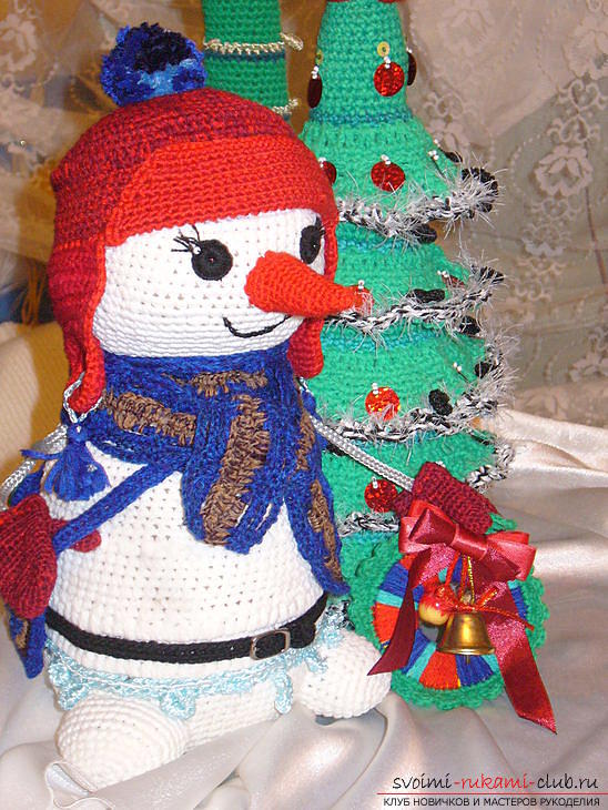 Bright snowman with amigurumi crochet with description and photo. Photo Number 18