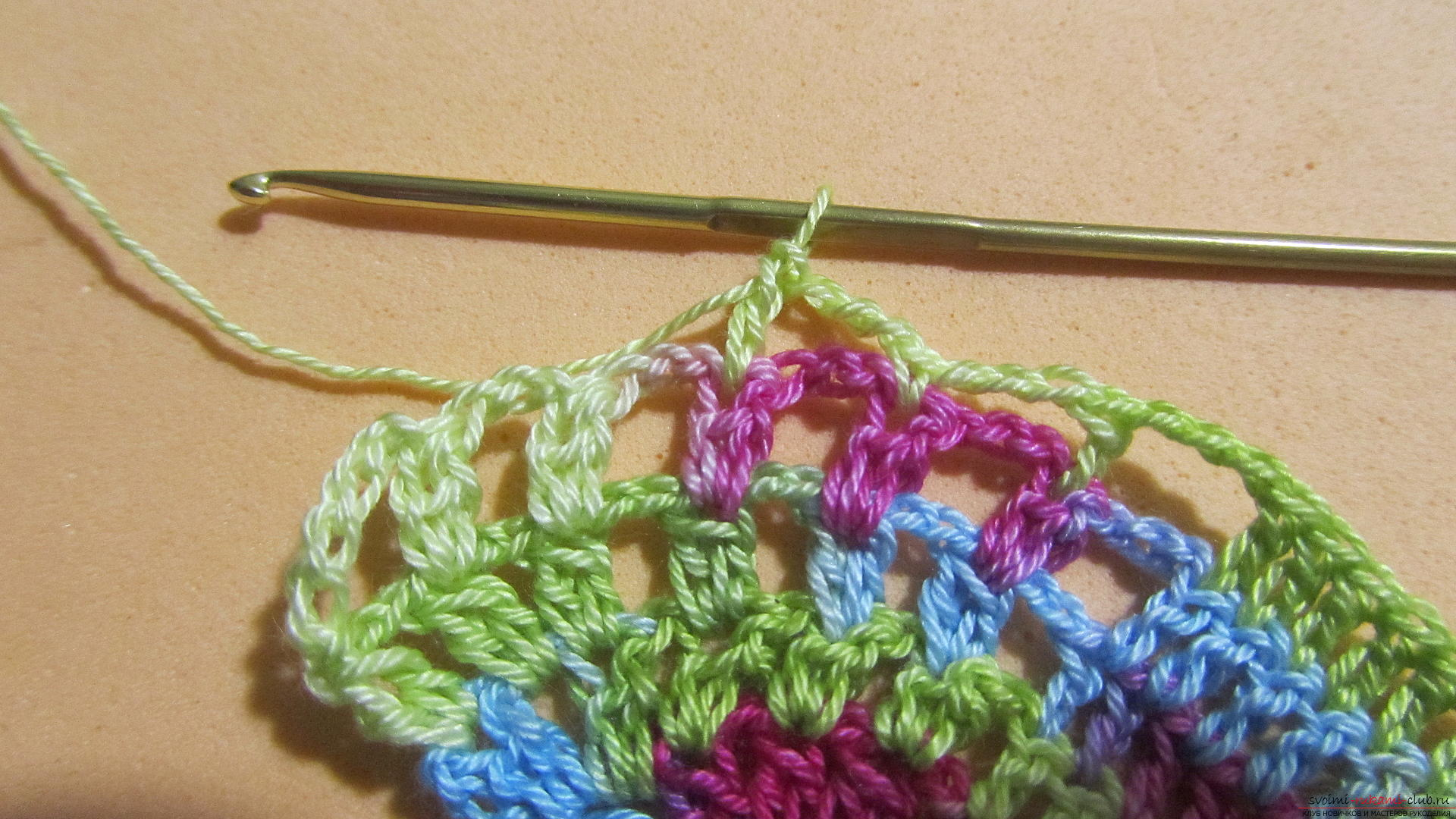 This master class with a pattern and description of crochet will teach you how to knit lace with hearts .. Photo # 35