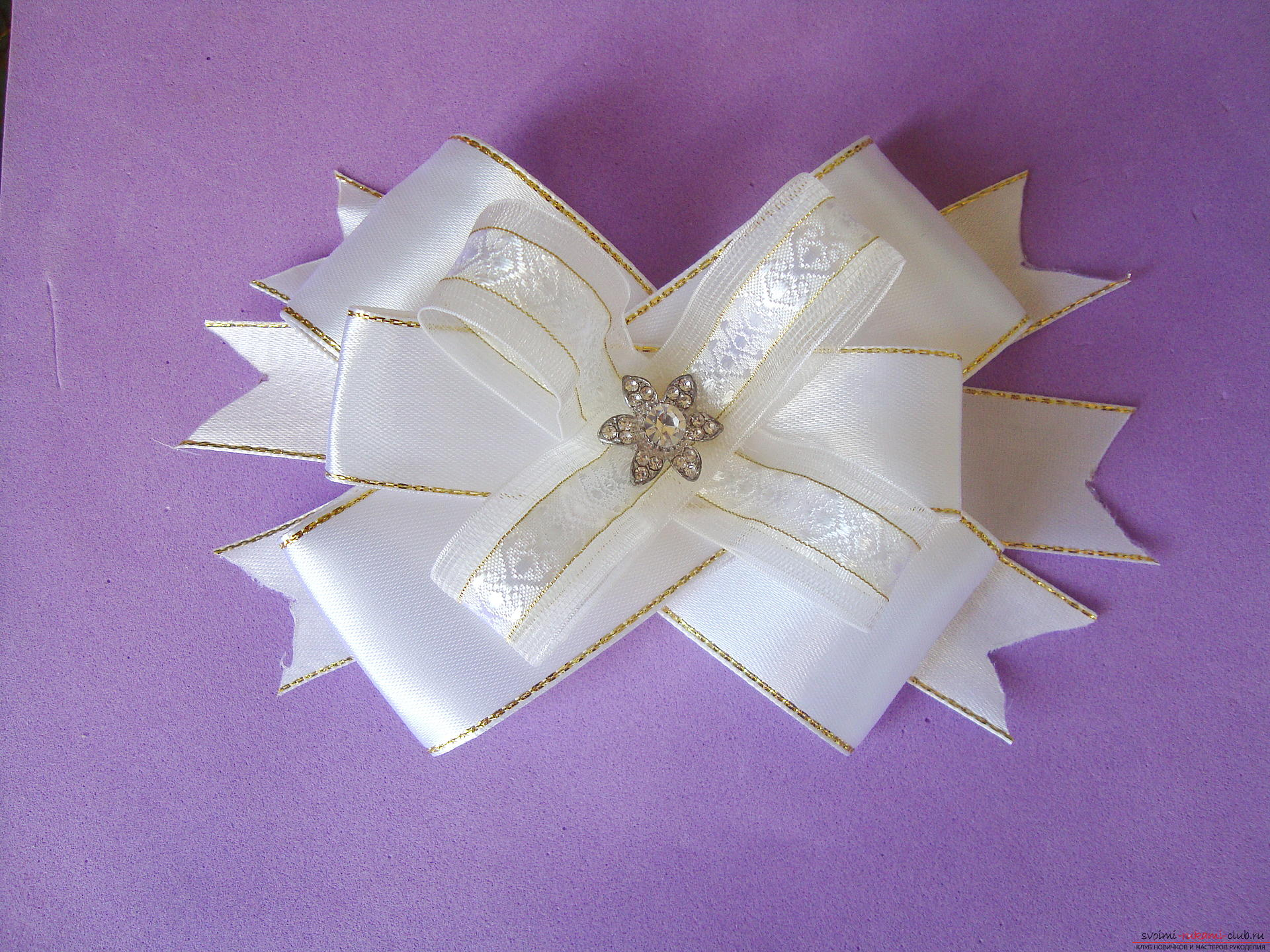 Photo-instruction for making festive bows for girls. Photo №1