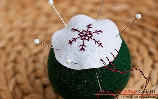 the process of creating Christmas tree decorations in photos. Photo №7