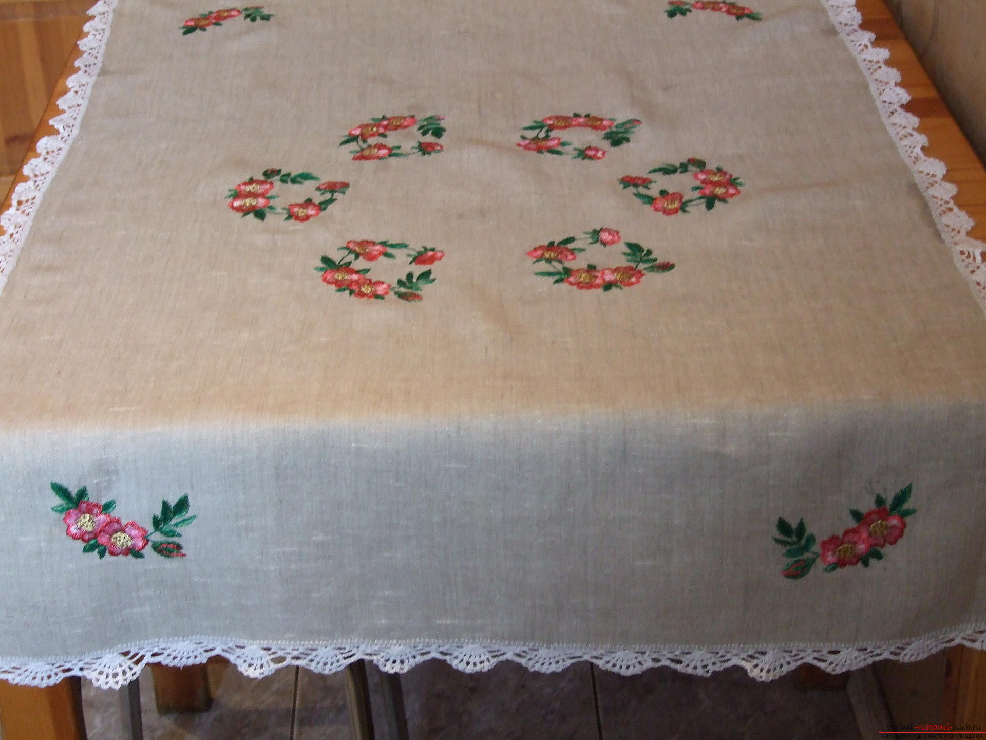 White tablecloth with embroidered flowers of rose hips. Photo №4