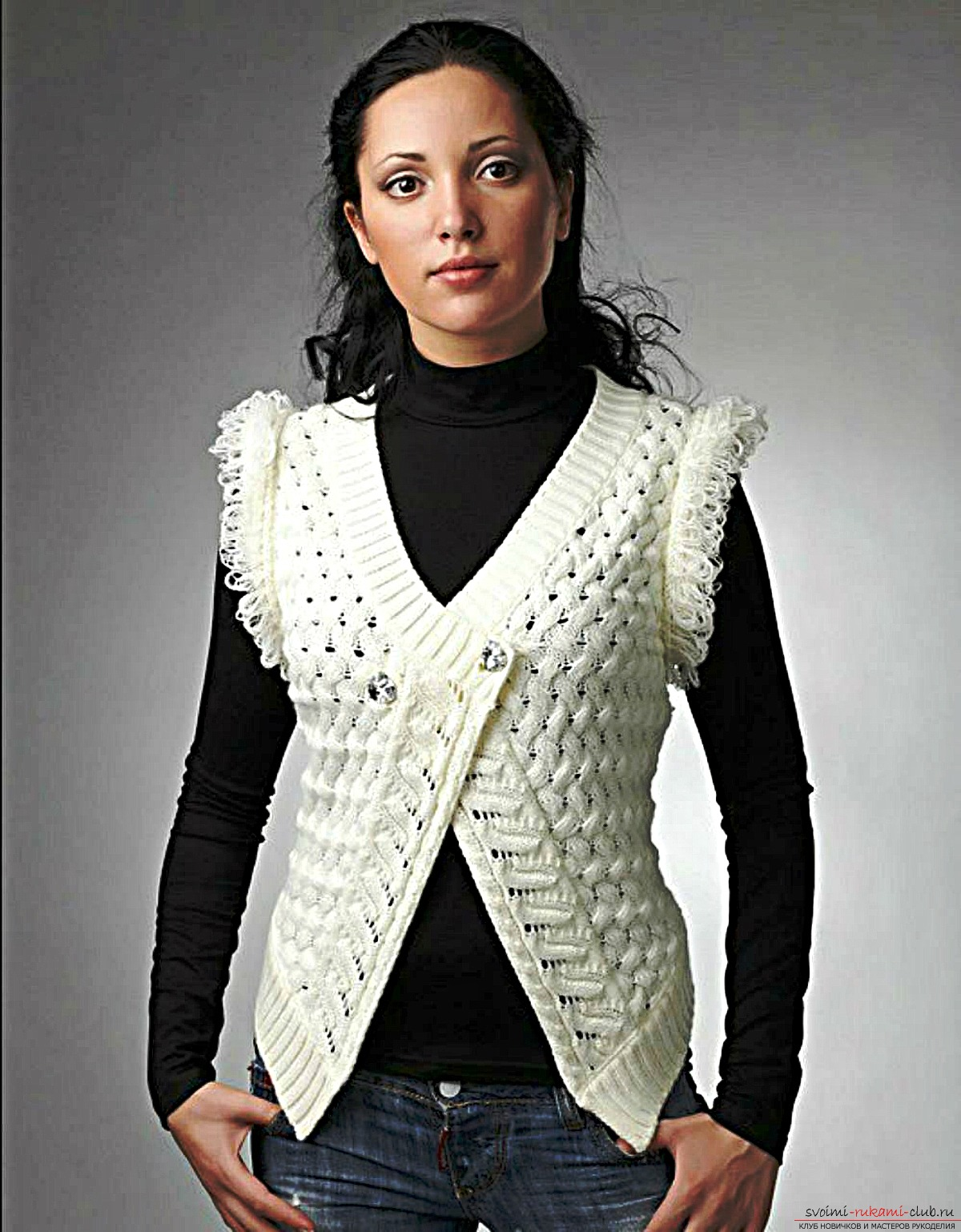 short knitted women's vest. Picture №3