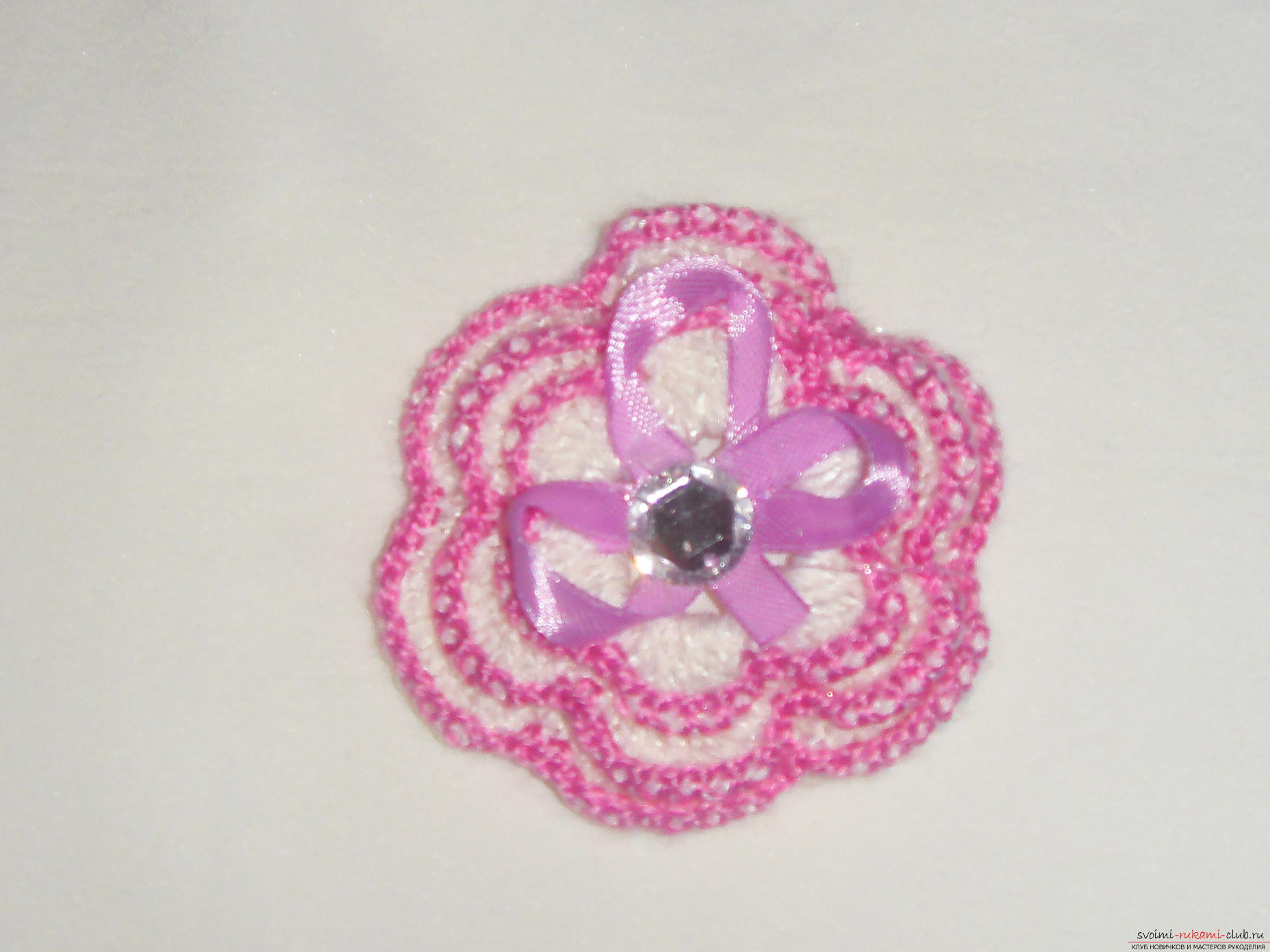 Crochet flower crochet will help create a beautiful hair band. A detailed master-class with step-by-step photos will help you learn to knit even novice craftsmen. Photo # 13