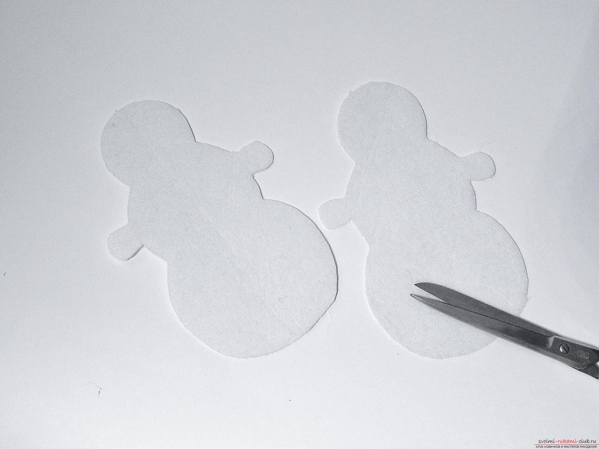 A master class with step-by-step photos will teach you how to make a snowman from felt. Photo №4