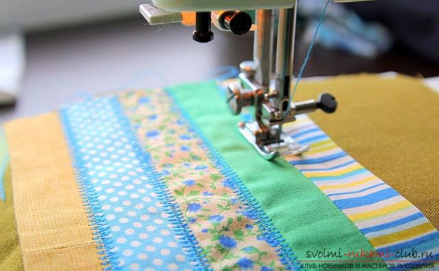 A spacious cosmetic bag sewn in the technique of patchwork sewing. Picture №10