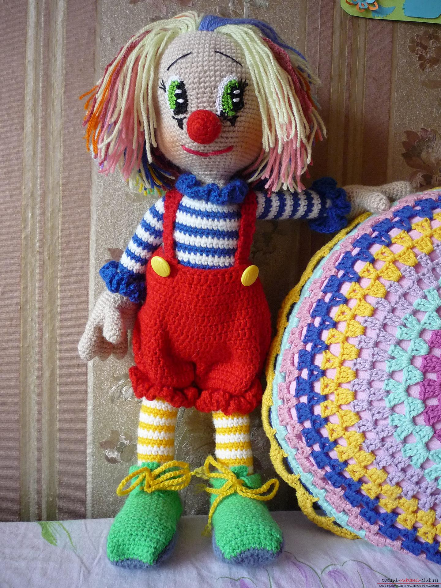 Detailed pictures of a clown toy crocheted from multi-colored yarn. Photo №1