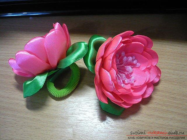 How to make roses from a ribbon with your own hands, step-by-step photos and instructions for creating a flower, seven variants of roses from a ribbon in the form of buds and blossoming flowers. Photo number 35