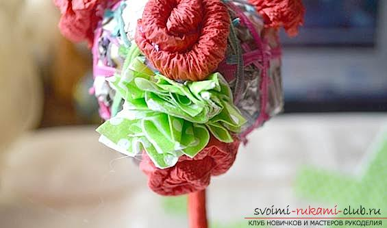 How to make a beautiful tree topiari from napkins, step-by-step photos and a detailed description of the work on creating topiary with different colors. Photo №32