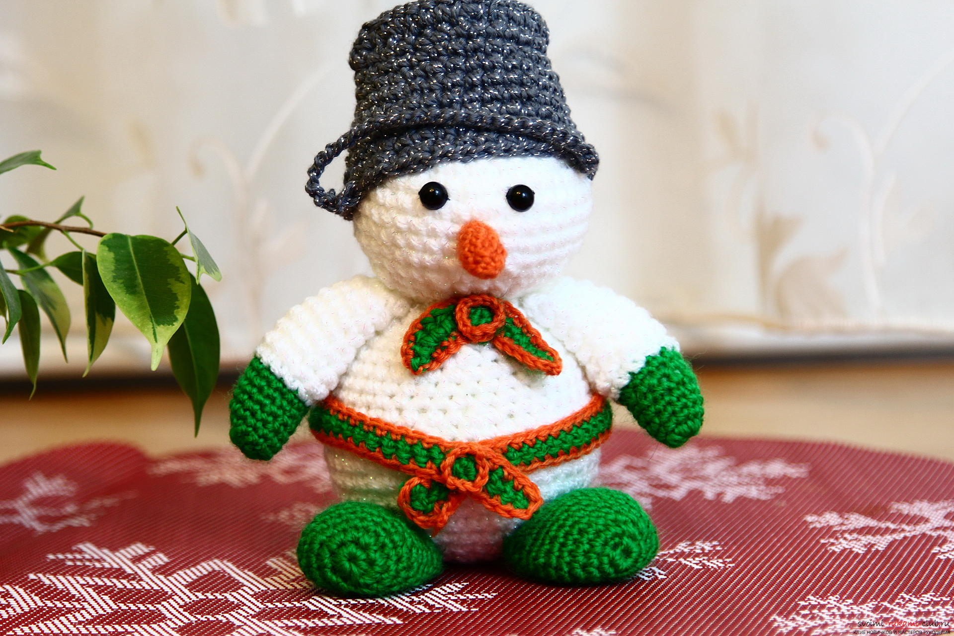 We knit a New Year's snowman with a crochet with a detailed master class, supplemented by step-by-step photos. Photo №34