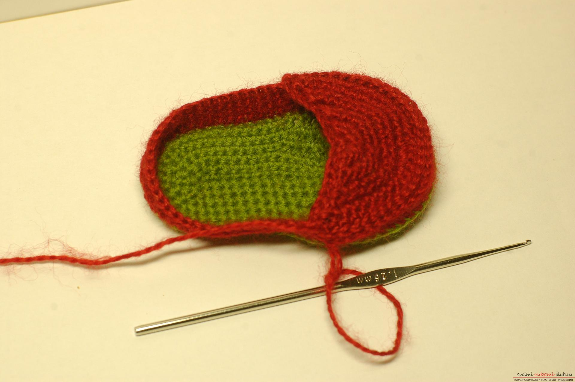 Beautiful booties with knitting needles fit for a newborn or baby up to a year. A detailed diagram with a photo and description will help to connect booties for beginners .. Photo # 10