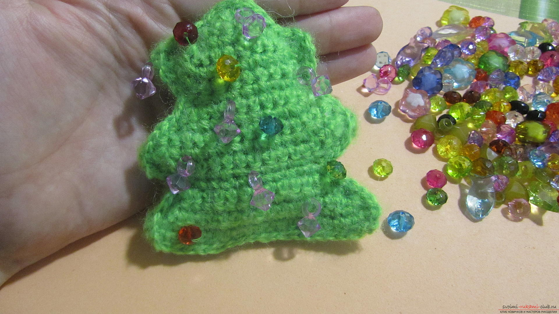 A master class with a photo and description will hold crochet lessons for a small Christmas tree. Photo №25