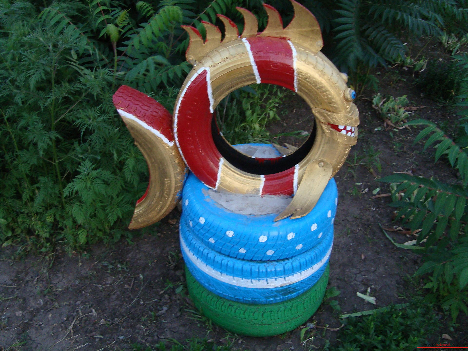 Different crafts made of tires can decorate the yard or playground .. Photo # 9