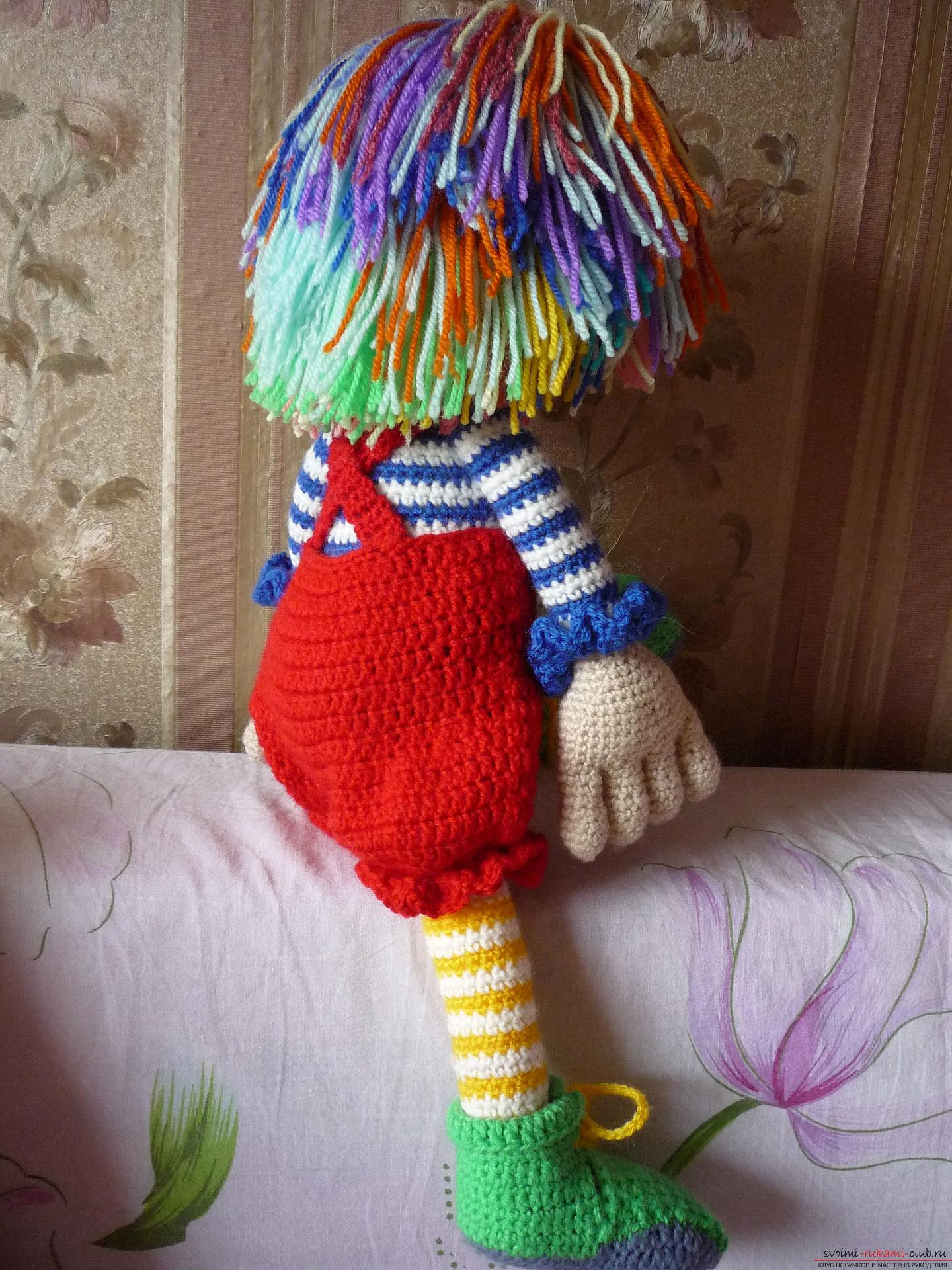 Detailed pictures of a clown toy crocheted from multi-colored yarn. Photo №6