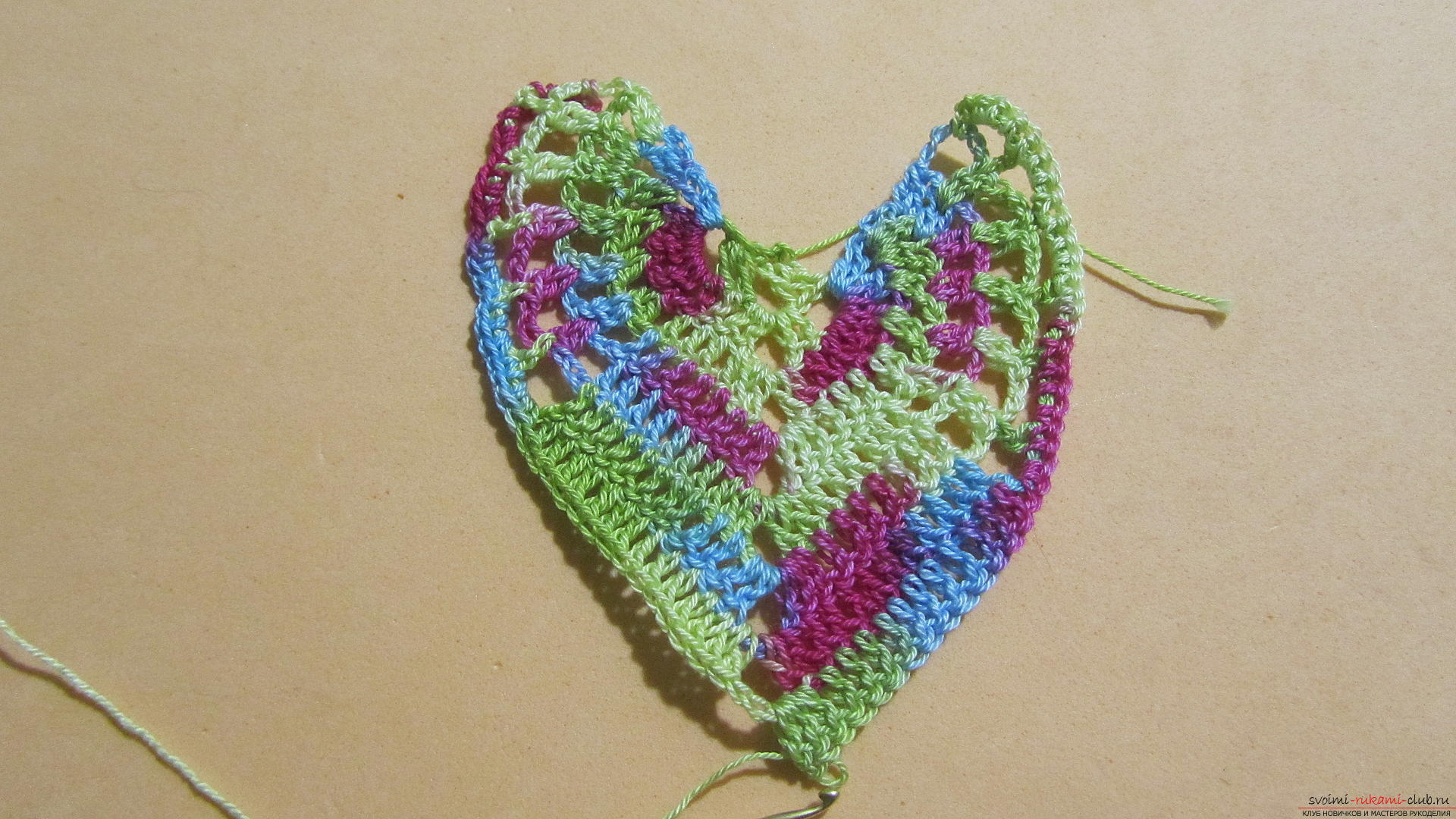 This master class with a pattern and description of crochet will teach you how to knit lace with hearts .. Photo # 42