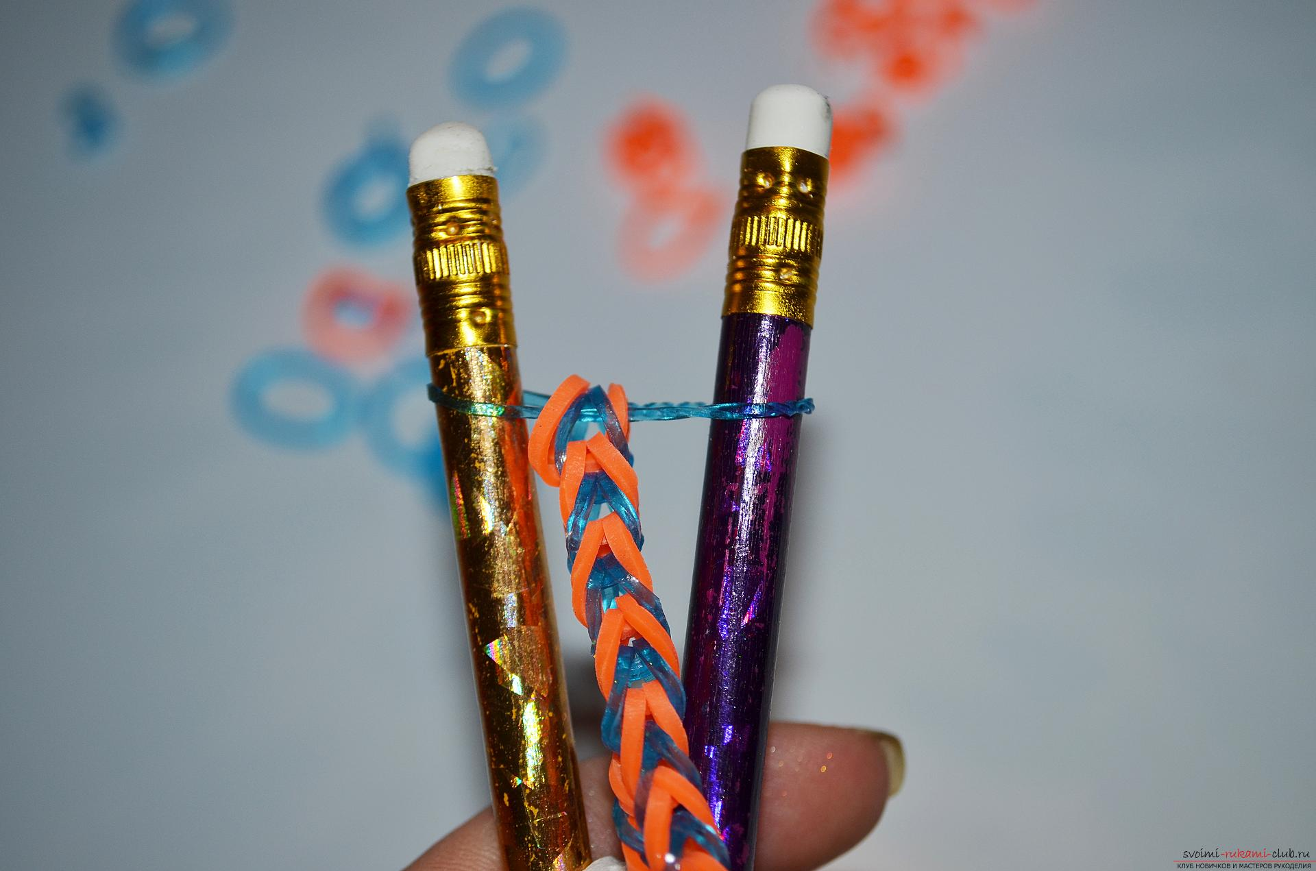"Photo to the lesson on making a bracelet from colored rubbery ""Fish tail"" on pencils. Photo number 16"