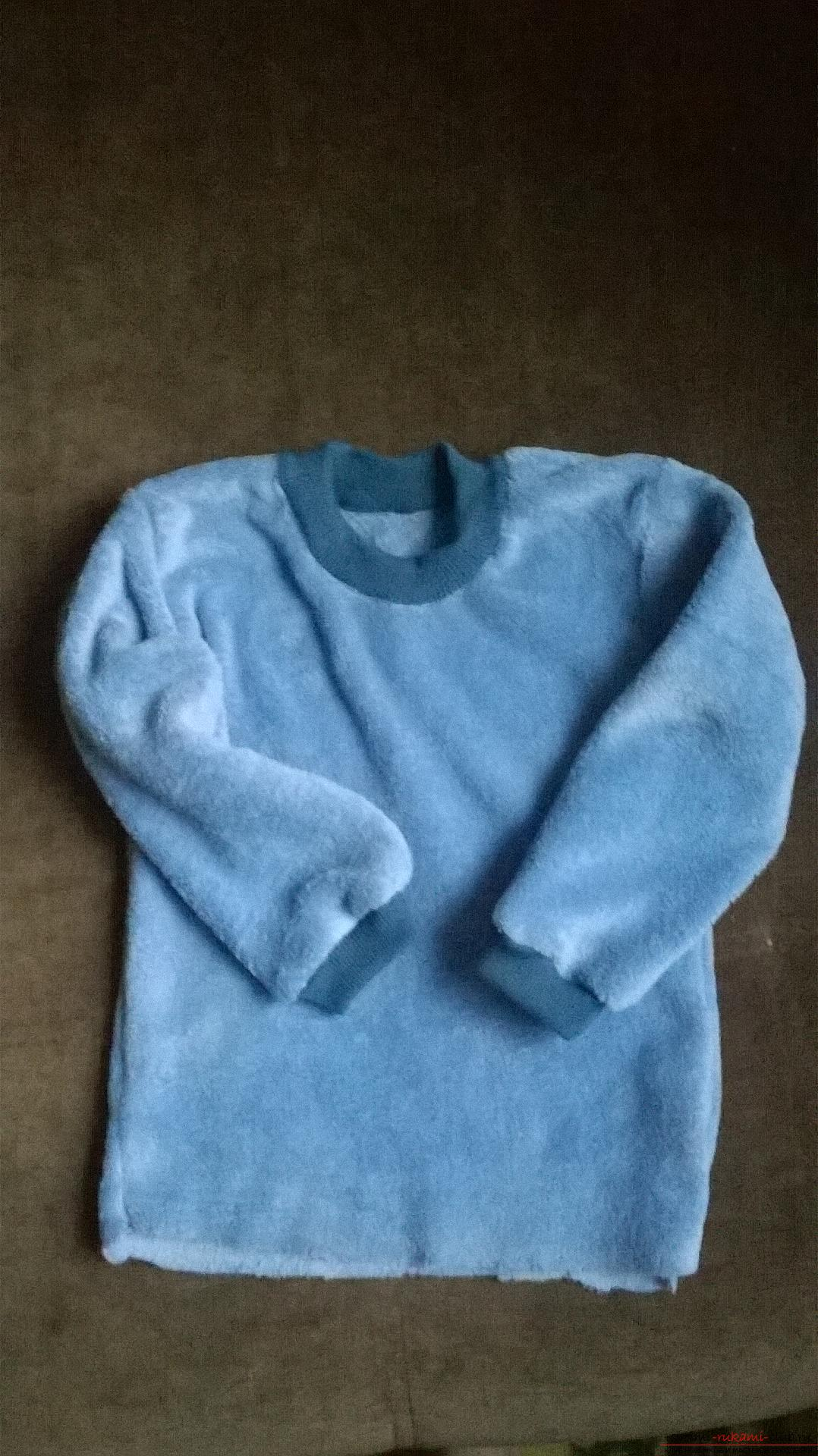 A detailed master class will teach how to sew a children's sweater for a boy with an applique. Photo Number 19