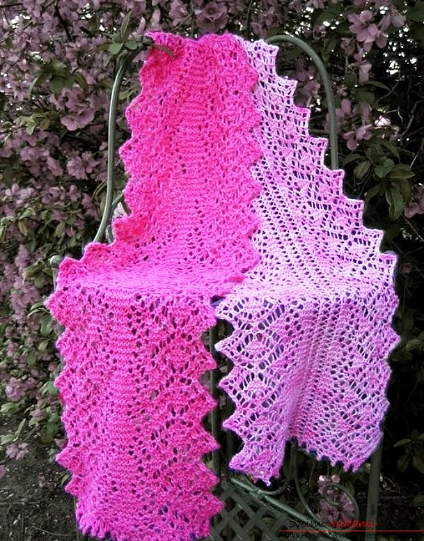Knitting a bright openwork scarf with knitting needles. Photo №1