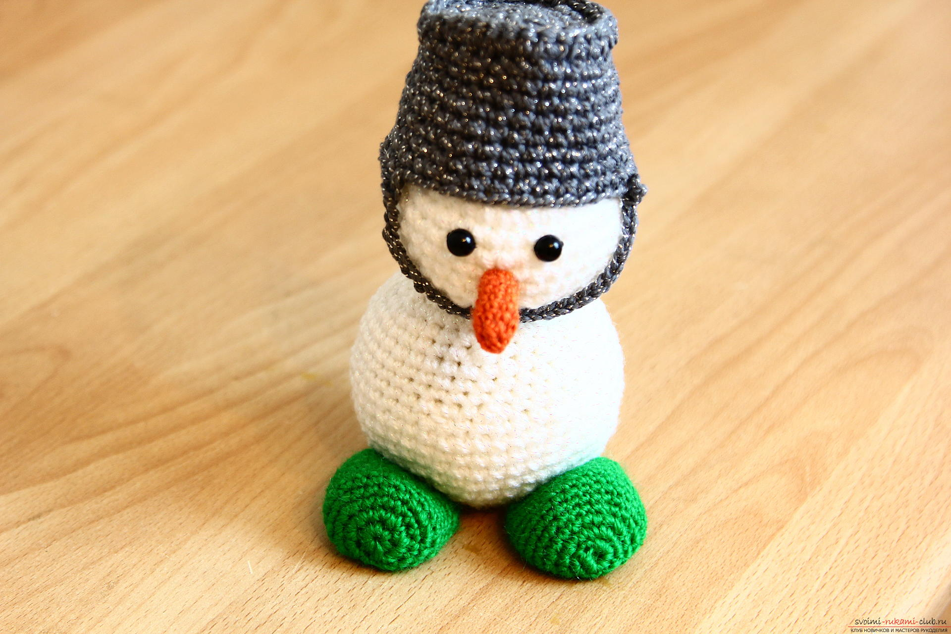 We knit a New Year's snowman with a crochet with a detailed master class, supplemented by step-by-step photos. Photo №29