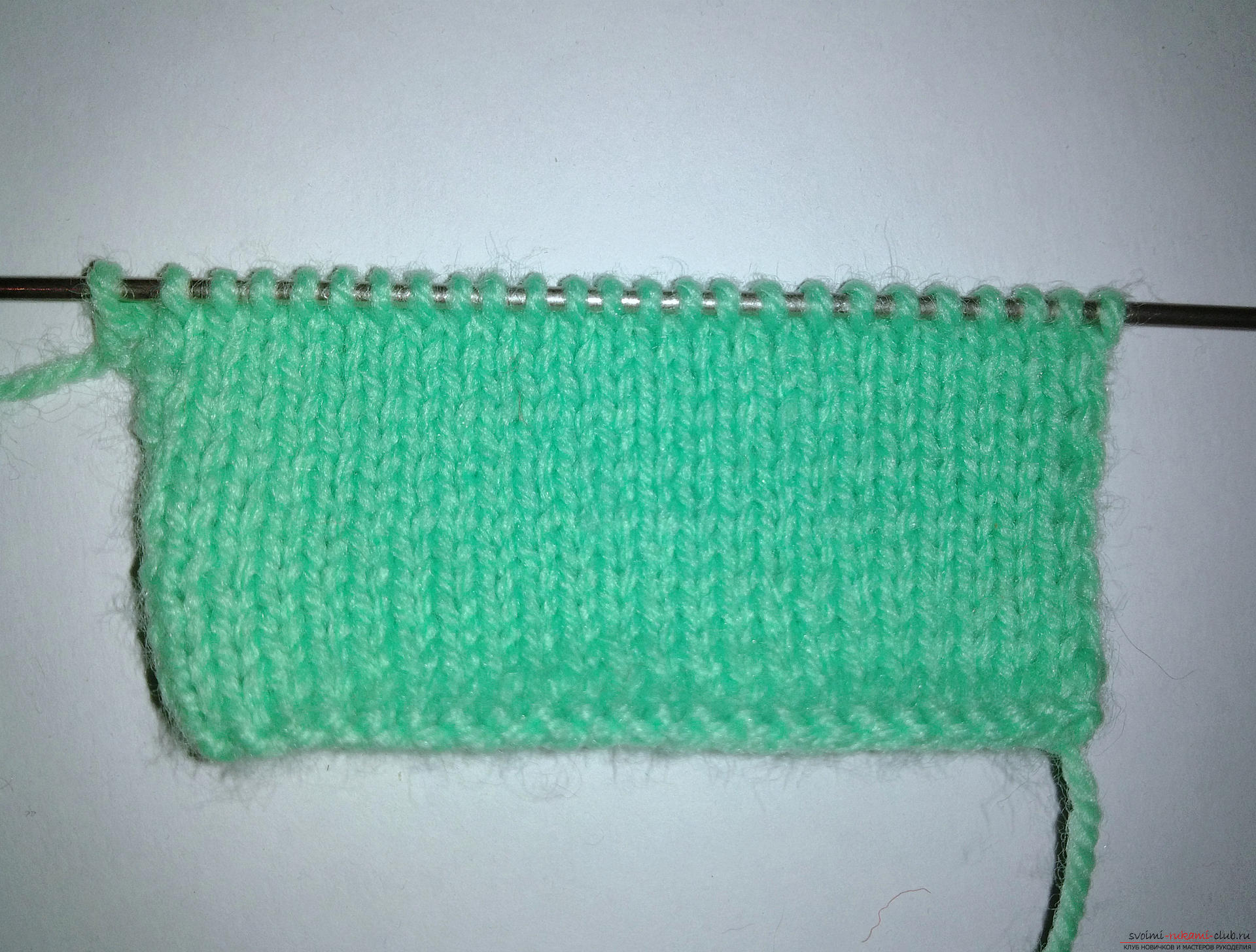 The master class will teach how to tie and how to decorate with your own hands a cover for the phone. Picture №3