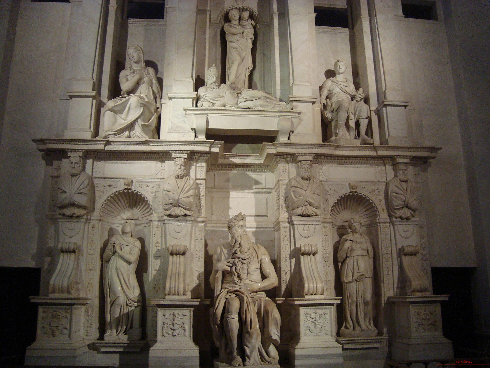 Popular and characteristic features of the style of Michelangelo - sculpture. Photo №4