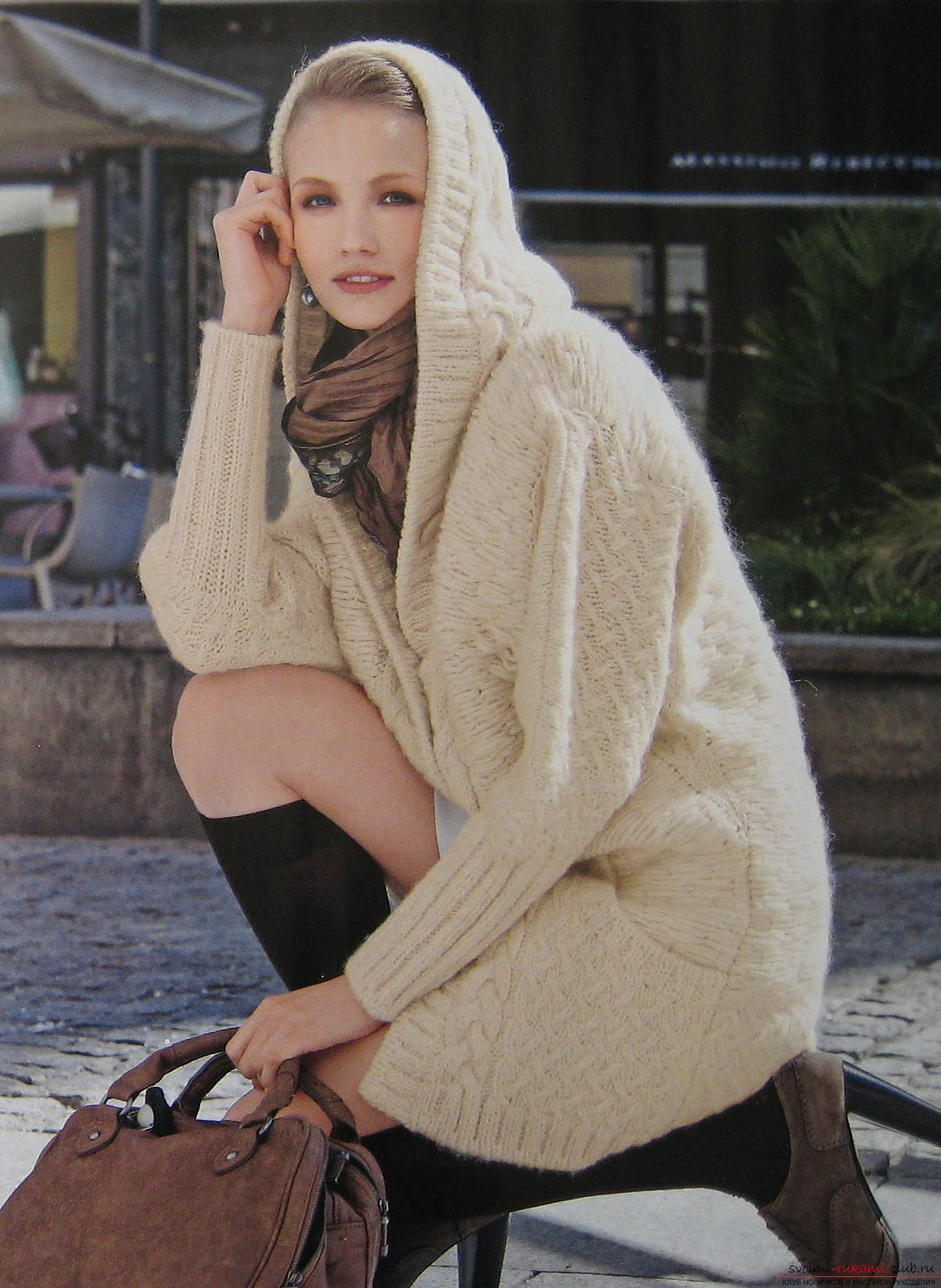 women's coats knitted with knitting needles. Picture №3