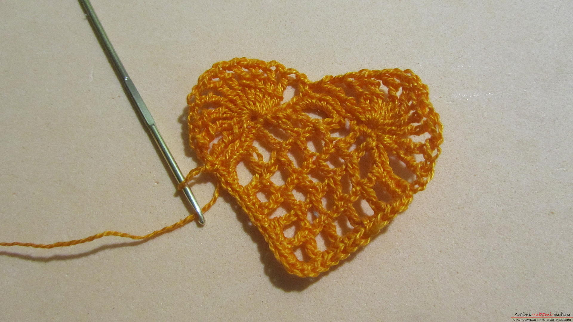 This detailed master-class will teach how to crochet beautiful valentines .. Photo # 16
