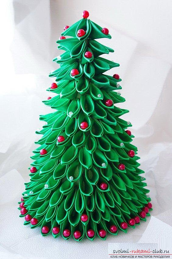 How to make a herringbone from ribbons in Kansas technique, master classes of creating Christmas trees from sharp and round petals, ways of creating ornaments for miniature Christmas trees. Photo №1