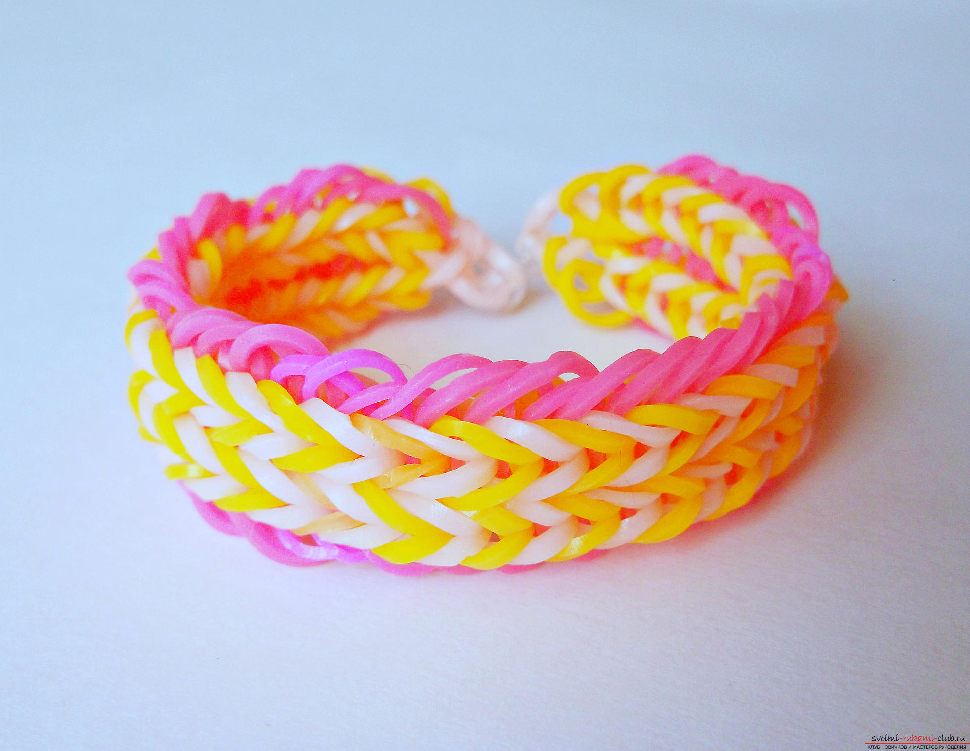Weaving wide bracelets of rubber bands on the machine - master class