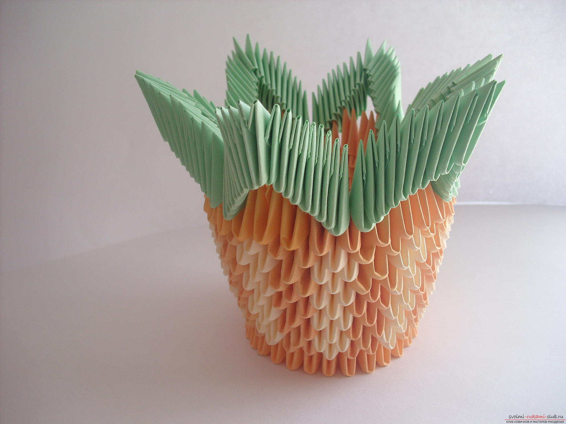 This master class will teach you how to make a violet in a vase in the technique of modular origami .. Photo # 9