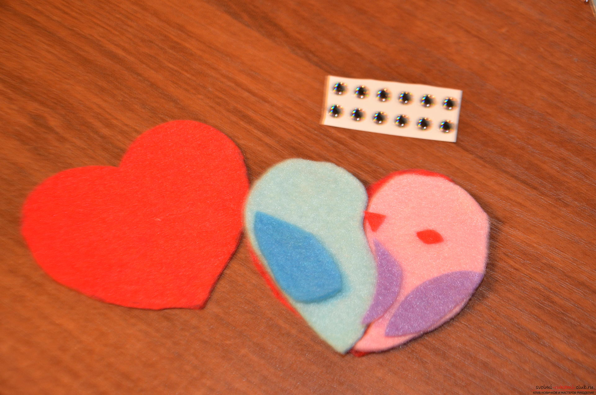 This master class Valentine will teach you how to make your own heart with bullfinches made of felt .. Photo №8