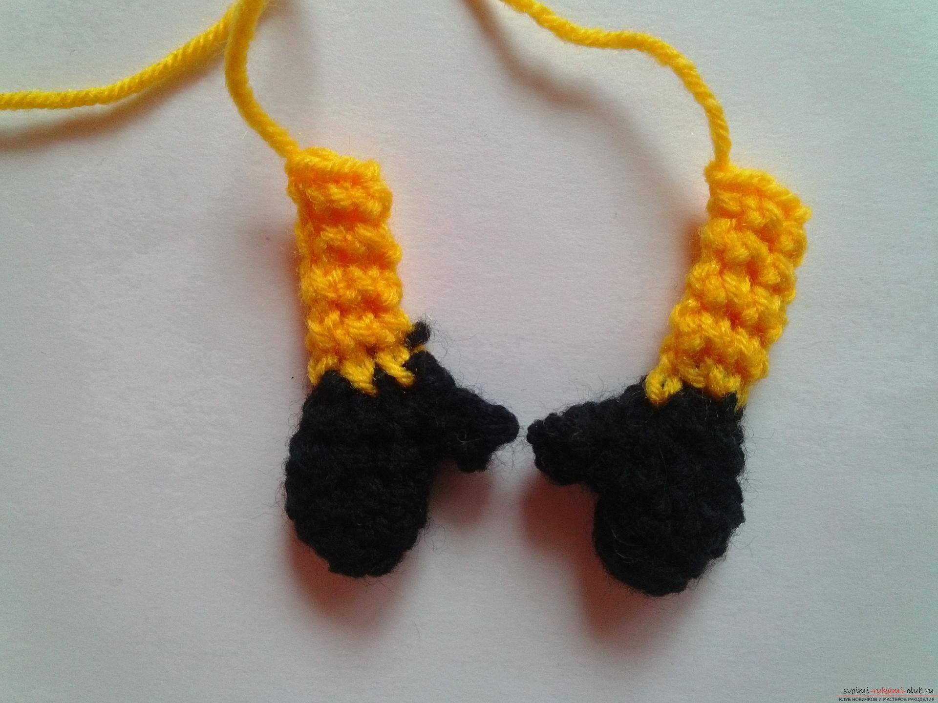 A master class with detailed photos and a step-by-step description will teach you how to crochet a minion toy. Picture №10