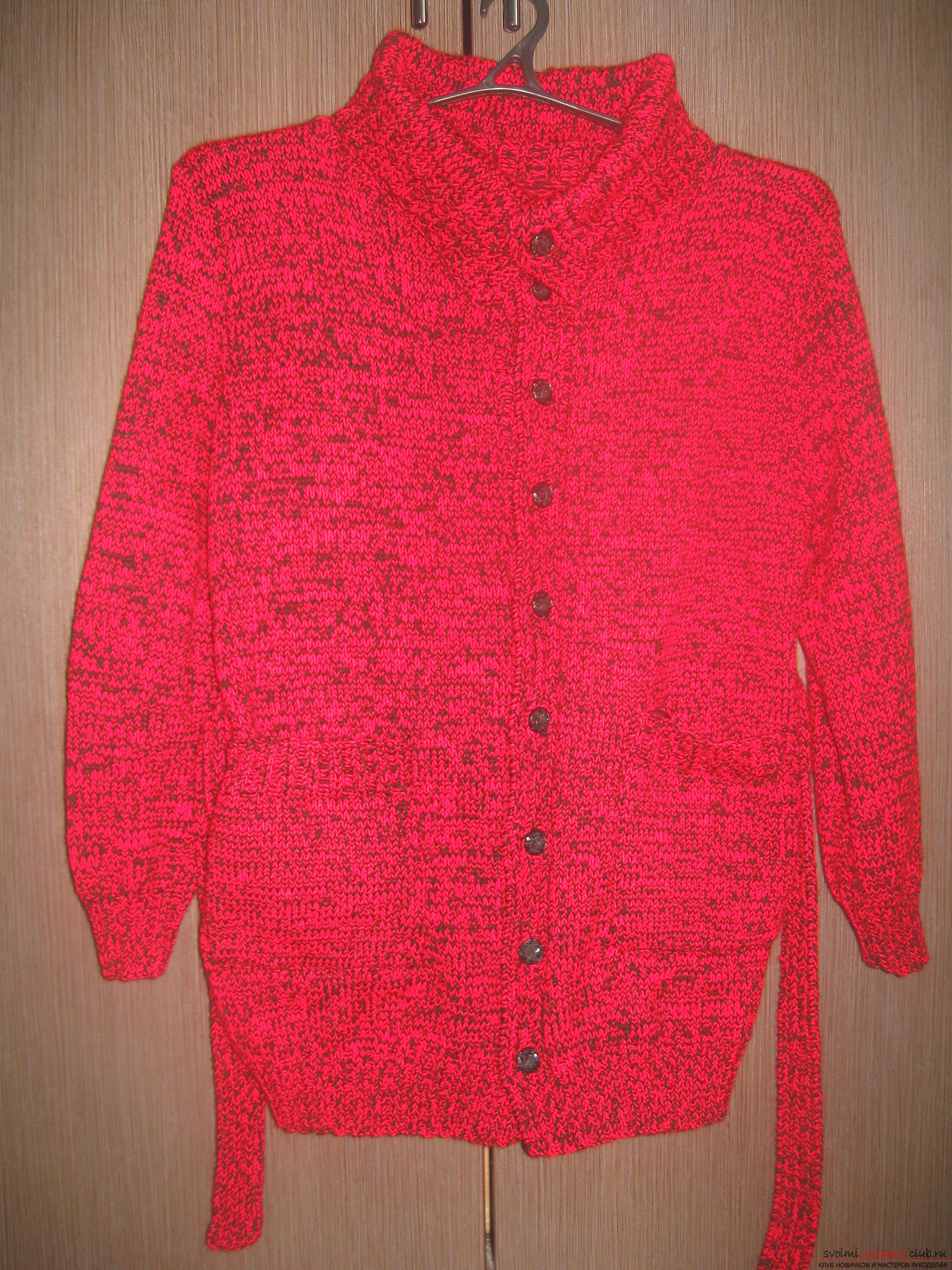 The jacket is tied with knitting needles in black and red. Photo №1